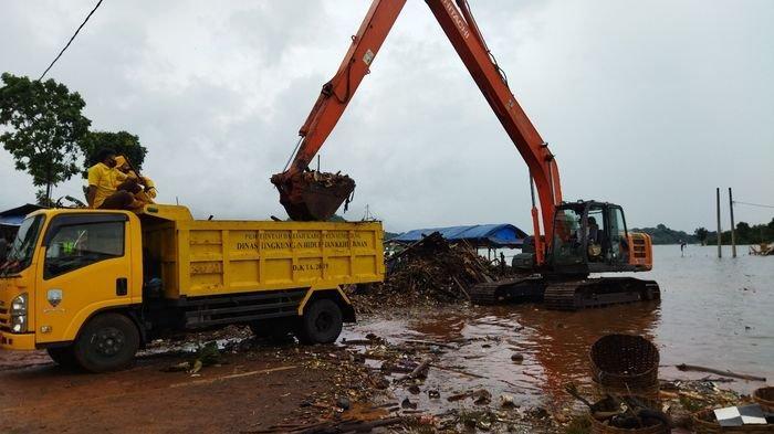 32 Ton Sampah di Waduk Jatigede Sudah Disingkirkan, Diangkut Menggunakan 12 Truk