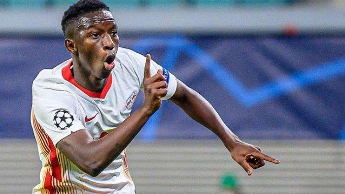 Ekspresi pemain RB Leipzig, Amadou Haidara setelah mencetak gol ke gawang Manchester United dalam laga pamungkas Grup H Liga Champions, Rabu (9/12/2020).