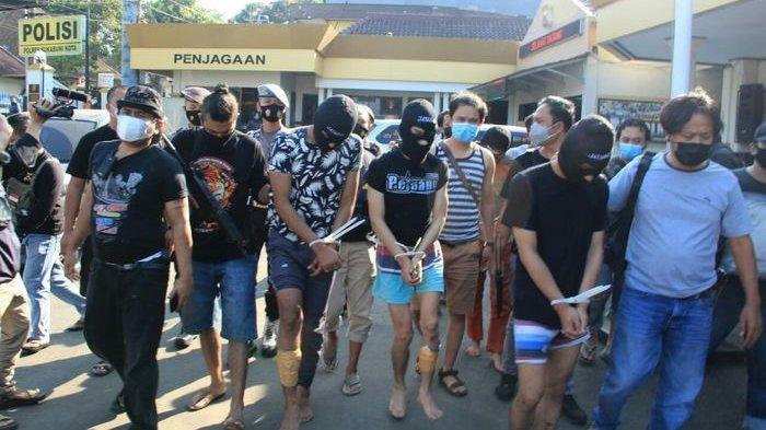 Tabrak Ibu-ibu di Pasar Lalu Diamuk Warga, Enam Anggota Geng Motor di Indramayu Diringkus