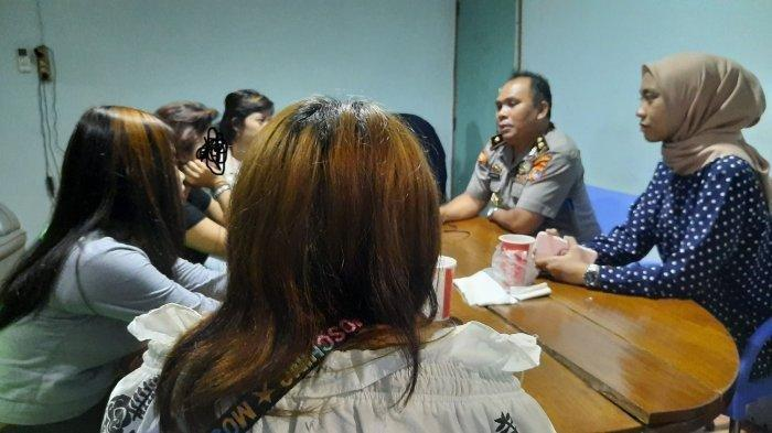 Gadis Belia dari Bandung Ngaku Terpaksa Layani 10 Pria Tiap Bulan di Pangkalpinang