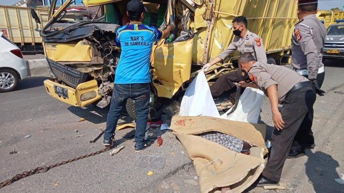 Tabrakan Maut di Jalur Pantura Cirebon, Dua Truk Terlibat Kecelakaan, 1 Orang Tewas 3 Lainnya Luka