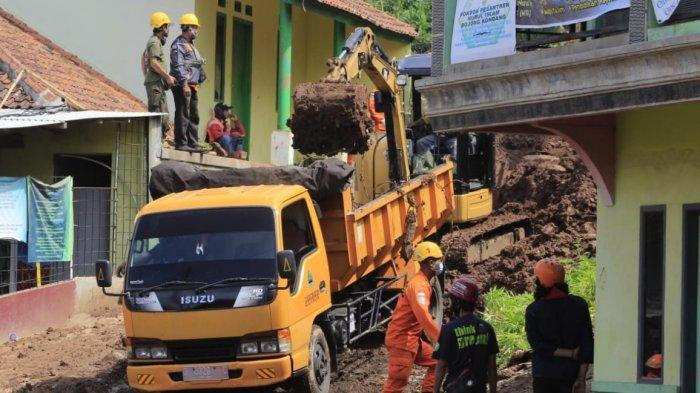 Masih Ada 27 Korban Hilang di Longsor Cimanggung, 47 Personel Basarnas Hari Ini Lanjutkan Pencarian