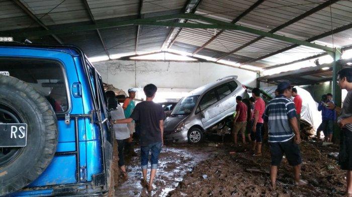 Sejumlah Mobil Dievakuasi dari Garasi Bengkel yang Terendam Banjir, Ada Bagian yang Patah dan Rusak