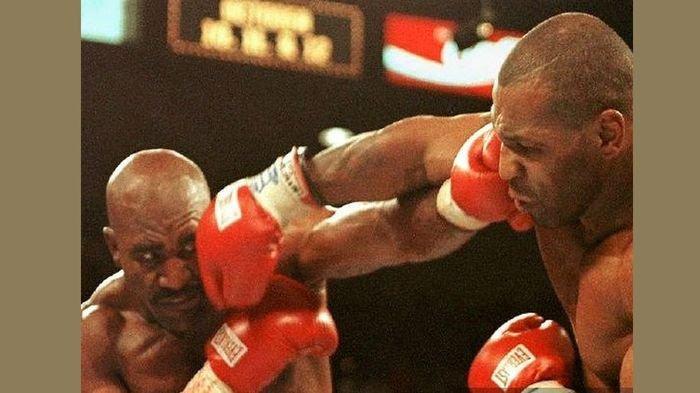 Telinganya Pernah Digigit, Petinju Ini Siap Ladeni Mike Tyson yang Ketagihan Naik Ring Lagi