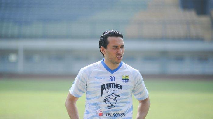 Ezra Walian sudah bergabung dalam latihan Persib Bandung di Stadion GBLA, Kamis (18/3/2021).
