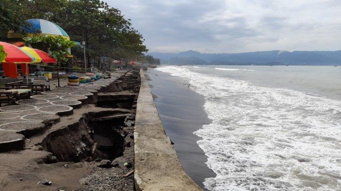 Fasilitas di RTH Pantai Citepus Sukabumi Rusak Tergerus Gelombang Tinggi