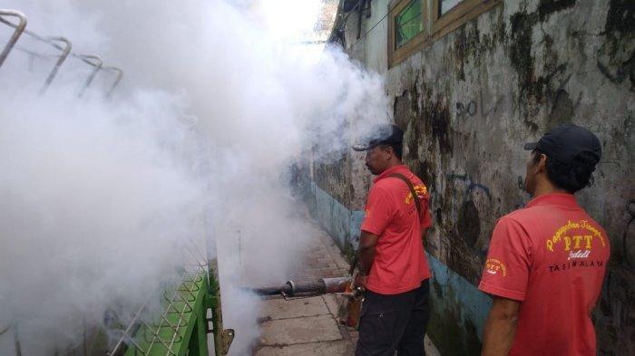 Paguyuban Tionghoa Tasikmalaya Fogging Rumah Warga