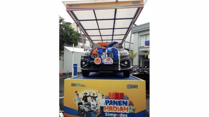 Hadiah Grand Prize undian PHS BRI periode semester 2 Tahun 2020, satu unit mobil Suzuki Ertiga yang dimenangkan nasabah Simpedes BRI unit Caringin Bandung Kopo Sukana.*
