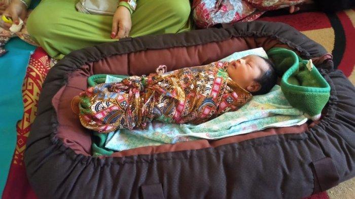 Bayi yang dilahirkan Siti Zainah