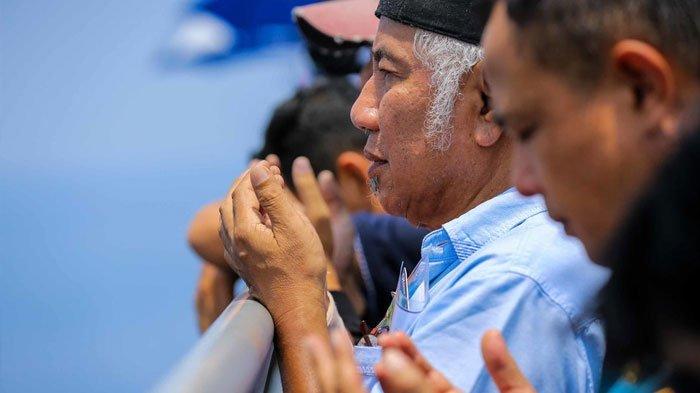 Berita Foto: Keluarga Korban Lion Air PK-LQP Tabur Bunga di Lokasi Jatuhnya Pesawat - foto-keluarga-korban-lion-air-pk-lqp-tabur-bunga-di-perairan-karawang_20181106_163046.jpg