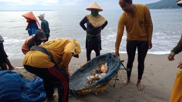 Nelayan di Pangandaran Keluhkan Tangkapan Ikan Berkurang, Hasil Tangkapan Sedikit, Bercampur Sampah