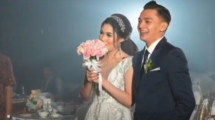 Foto pernikahan Nella Kharisma dan Dory Harsa 5 (Tangkap Layar Kanal Youtube Shopee)