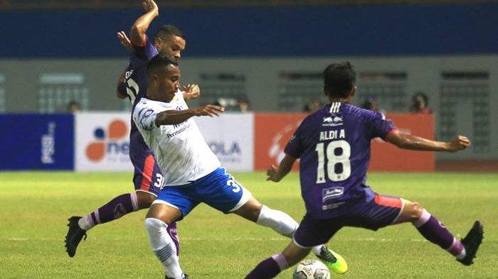 Foto pertandingan Persib vs Persita, Sabtu (12/9/2021) malam.