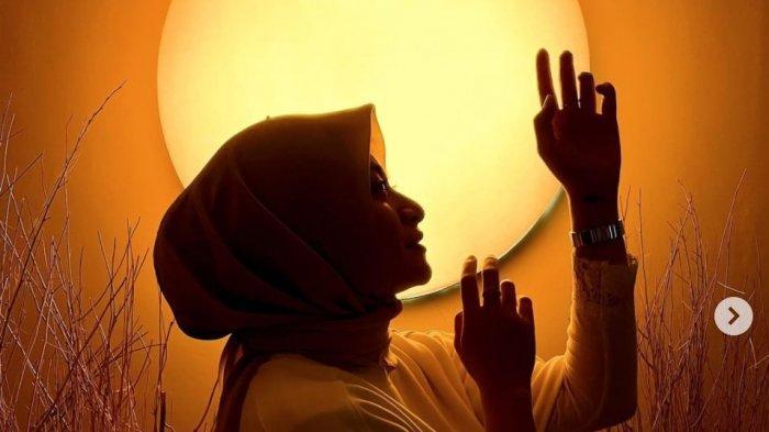 Kisah Perjalanan Mualaf Nathalie Holscher Dapat Hidayah Tiba-tiba Dengar Suara Pria Bacakan Syahadat