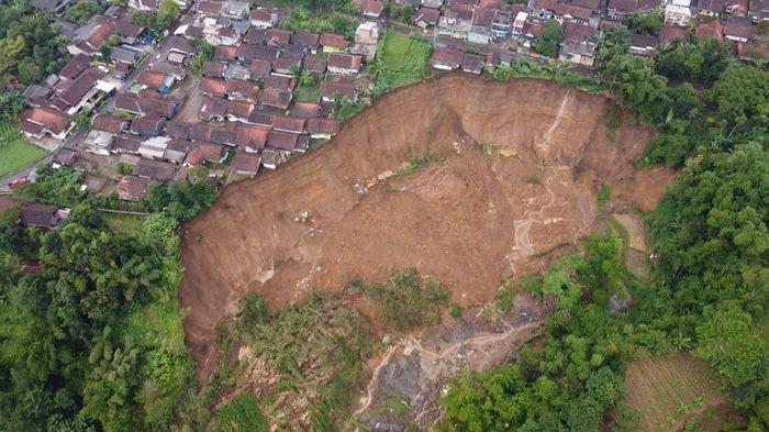 BPBD Garut Sebut Masih Ada Tanah yang Turun di Lokasi Longsor Kecamatan Cilawu