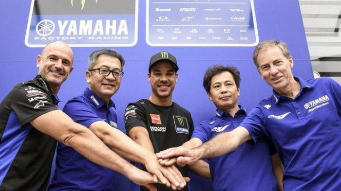 Franco Morbidelli (tengah) resmi menjadi pebalap tim pabrikan Yamaha hingga akhir musim 2023. Dia menggantikan Maveriks Vinales. (Dok. Yamahamotogp.com)