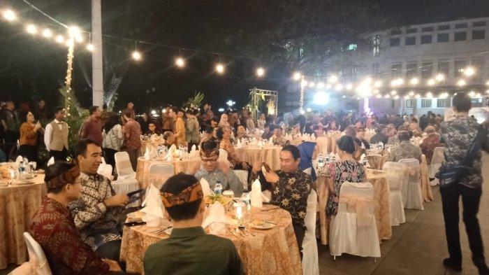 Delegasi Asia Afrika Disuguhi Tarian Tradisional Saat Gala Dinner di Plaza Balai Kota Bandung