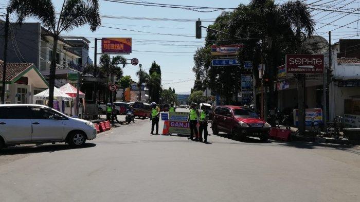 Sempat Dikritik Warga, Polisi Klaim Hari Kedua Ganjil Genap di Sumedang Saat PPKM Level 4 Kondusif
