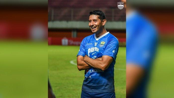 Gaya Esteban Vizcarra ketika Persib Bandung menjalani latihan resmi menjelang laga kontra Bali United.