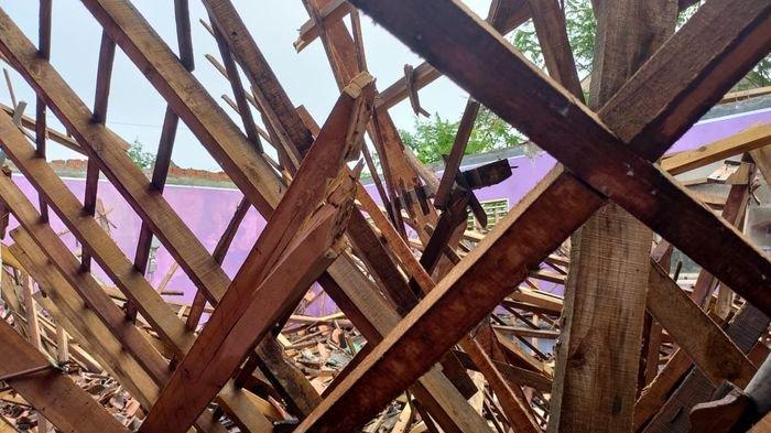 Gedung Laboratorium IPA SMPN 1 Jampangtengah Sukabumi Ambruk, Kondisinya Sudah Lapuk