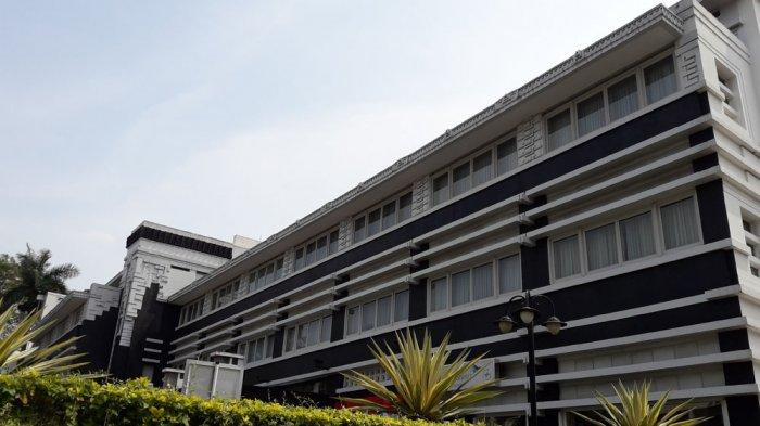 Gedung paviliun utara Hotel Grand Preanger di Jalan Asia Afrika No 81. Hasil rancangan Soekarno dan gurunya, CPW Schoemaker.