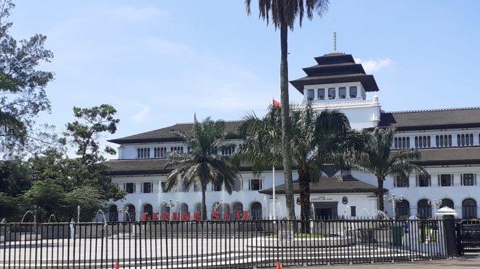 BERITA Populer Bandung Raya Kemarin, PNS Bersiap Cek Rekening THR Cair| Bupati Buat Mak Eha Menangis