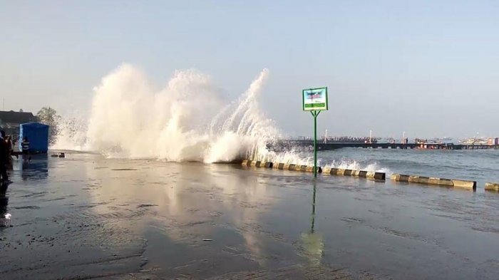 Waspada, Tinggi Gelombang di Perairan Selatan Jabar Berpotensi Mencapai 4 Meter