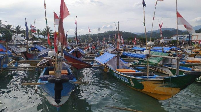 Gelombang Tinggi Melanda Perairan Sukabumi, HNSI: 70 Persen Nelayan Tak Melaut