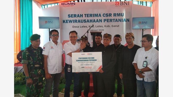 BNI Beri Bantuan CSR Rice Milling Unit kepada Petani di Leles Garut