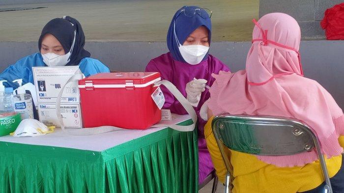 Warga Antusias Ikut Vaksinasi Kedua Kalbe - Kompas Gramedia di Soreang, Putus Mata Rantai Covid-19
