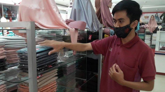 Terekam CCTV, Aksi Tiga Pencuri Gasak 20 Kerudung dan Ponsel dari Outlet Pakaian Muslim di Sumedang