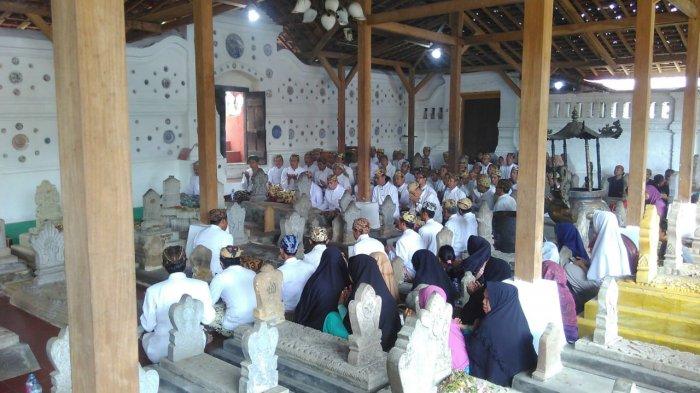 Grebeg Syawal di Makam Sunan Gunungjati Ini Dipadati Ribuan Peziarah