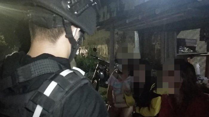 Dua Lelaki Dikerumuni Wanita, Pas Didekati Ternyata Waria, Begini Nasibnya Usai Diamankan Polisi
