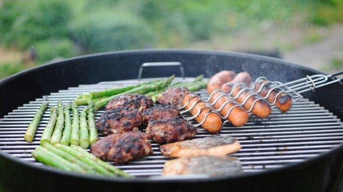 7 Makanan Pas Dinikmati Saat Rayakan Malam Tahun Baru 2021 Bareng Keluarga di Rumah, Barbeque Party!