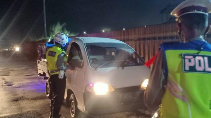 Foto Kondisi Terkini GT Cileunyi Bandung Saat Malam Idulfitri, Mobil Terus Berdatangan