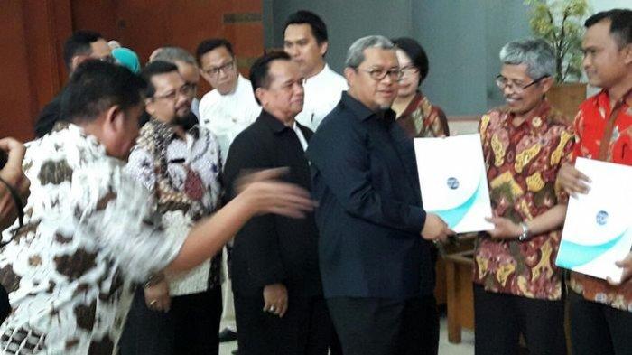 Sebanyak 702 SMA, SMK, dan MA Se-Jawa Barat Terima Sertikat Akreditasi