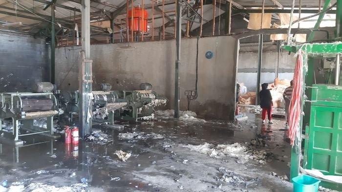 Kronologi Kebakaran Gudang Kapas di Bandung, Bermula dari Mesin Over Heat Seisi Gudang Hangus