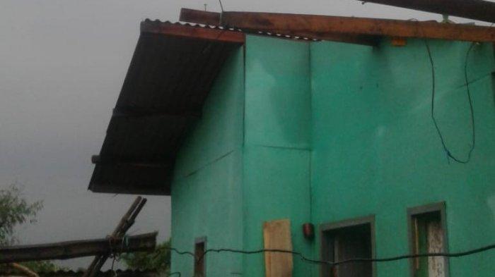 Angin Kencang di Solokan Jeruk, Rusak Rumah Warga dan Akibatkan Gudang Majun Ambruk