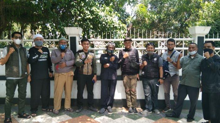 Guru Berpakaian Preman Siaga di Alun-alun Palabuhanratu, Cegah Siswa Konvoi Usai Kelulusan