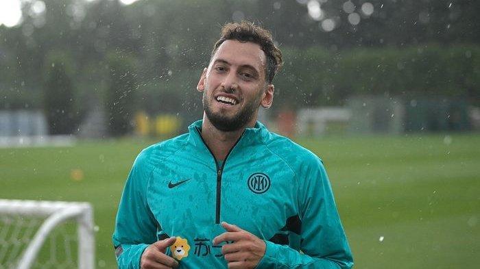 Hakan Calhanoglu Buka-bukaan tentang Alasannya Mengkhianati AC Milan, Bukan soal Uang Katanya