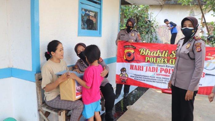 Peringati HUT Polwan, Polwan di Ciamis Bantu Anak Yatim dan Kunjungi Anggota Polri yang Sedang Sakit