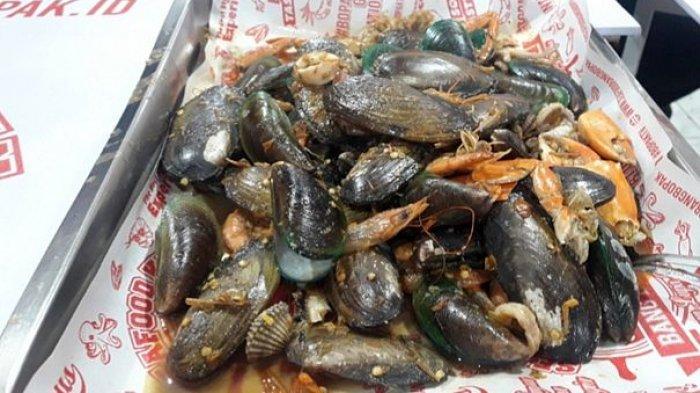 Buka Gerai ke 7 di Cijerah, Seafood Kiloan Bang Bopak Adakan Bagi Bagi Gratis 2 Ton Seafood