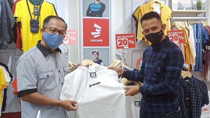 Head Regional Barat 3 Second, Firman Nazar (kanan), danGeneral Manager Jatos, S Heru Purwanto.