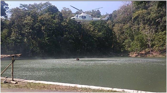 Padamkan Kebakaran Gunung Ciremai, 3 Helikopter Ambil Air di 2 Lokasi Ini