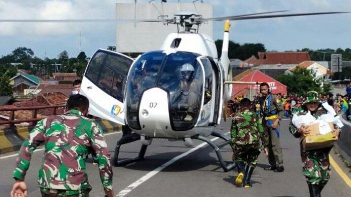 Warga Korban Banjir Heboh, Helikopter Pilih Mendarat ditengah Jalan Flyover, Ini Kata Danlanud