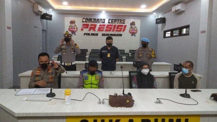 Hesti dan Raminto yang memaki-maki petugas di pos penyekatan Benda meminta maaf kepada polisi di Mapolres Sukabumi.