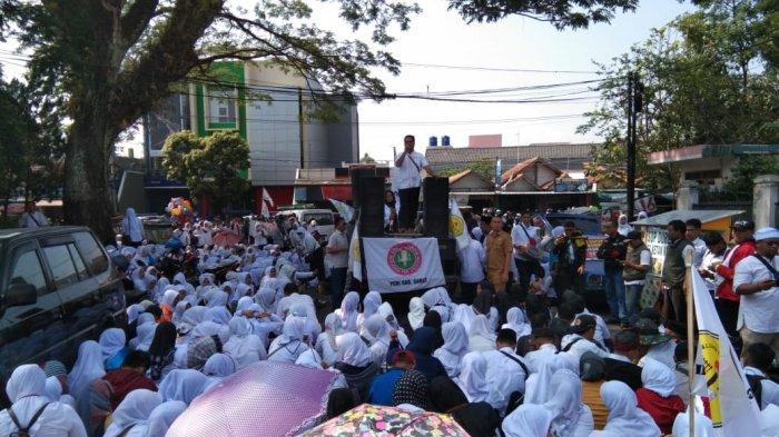Demonstrasi di Depan DPRD Garut, Fagar Sebut Pengangkatan Hononer Jadi PNS Hanya Wacana