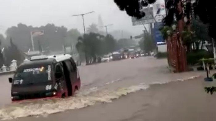 Hujan Deras Jatinangor Banjir, Rumah di Desa Cikeruh Sampai Sore Masih Kebanjiran