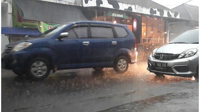 Cuaca Ekstrim, Waspada, Ini yang Perlu Dilakukan Jika Mobil Tersambar Petir