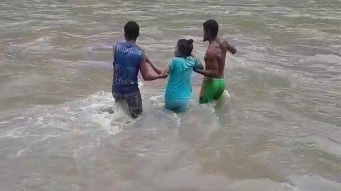 Demi Bisa Melahirkan di Puskesmas, Ibu Hamil 9 Bulan Lawan Derasnya Sungai Lowo Sesa Nagekeo